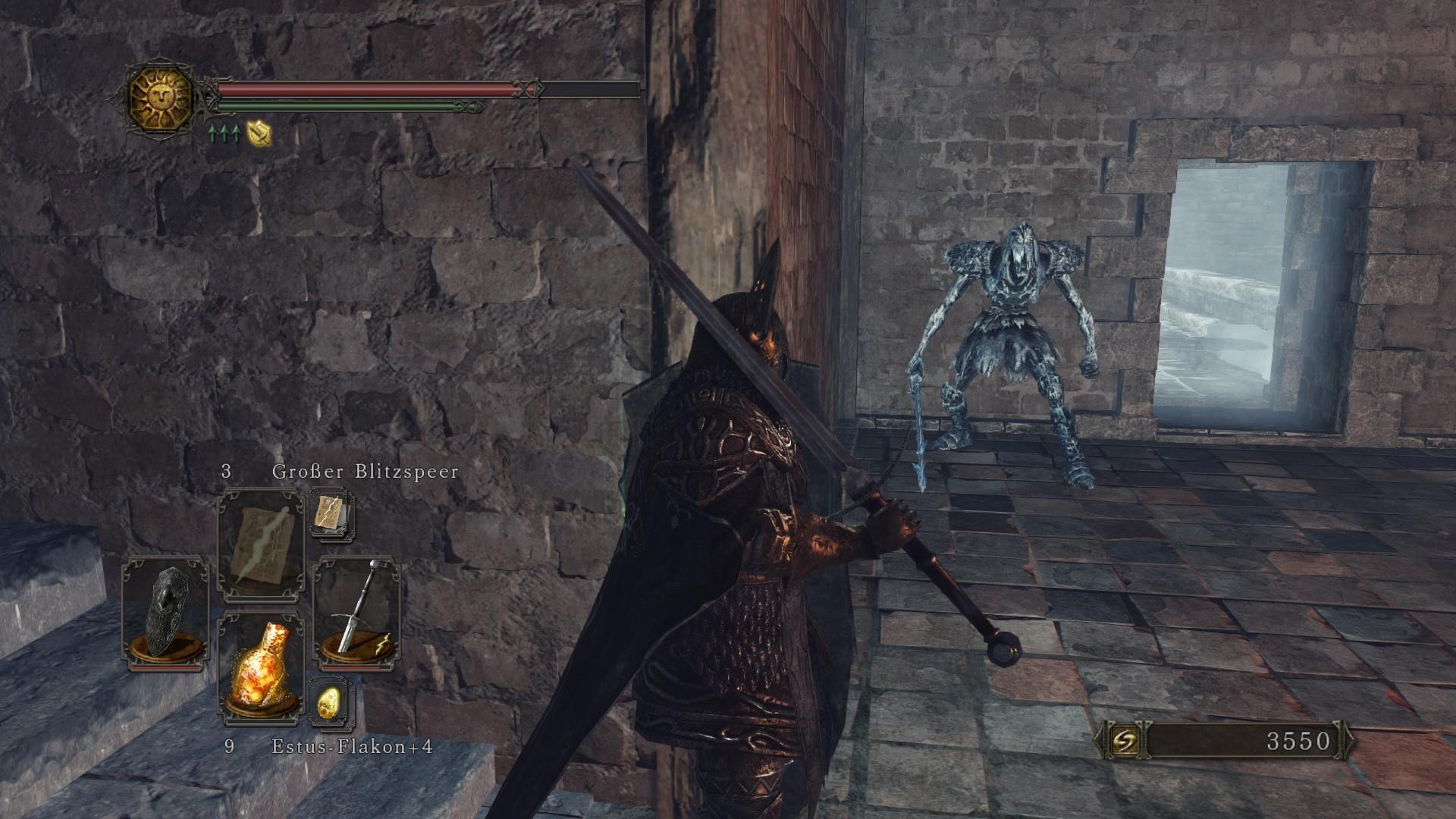Ein Gegner lauert hinter der Ecke auf uns. Das ist nun wirklich nicht sehr kreativ … und löst bei Dark Souls Veteranen keinen Enthusiasmus aus.