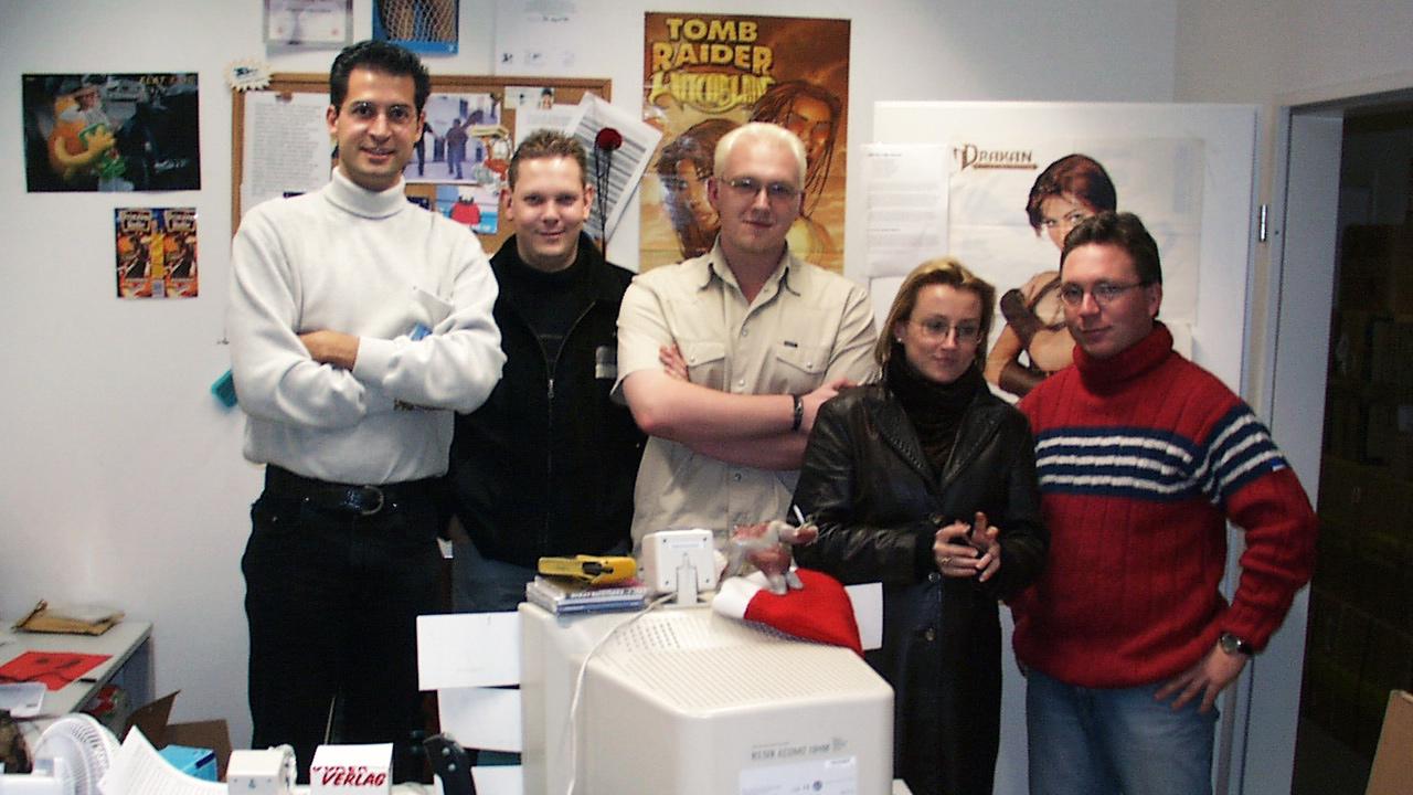 """1999 besucht David Perry den PC Jocker um sein Spiel """"Messiah"""" zu präsentieren."""