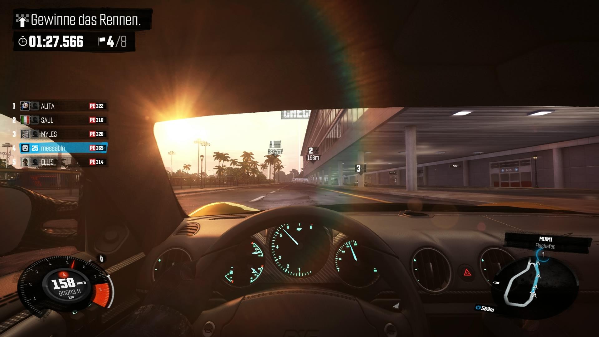 The Crew - In der Cockpit-Perspektive schaut man in die Spiegel ins Leere.