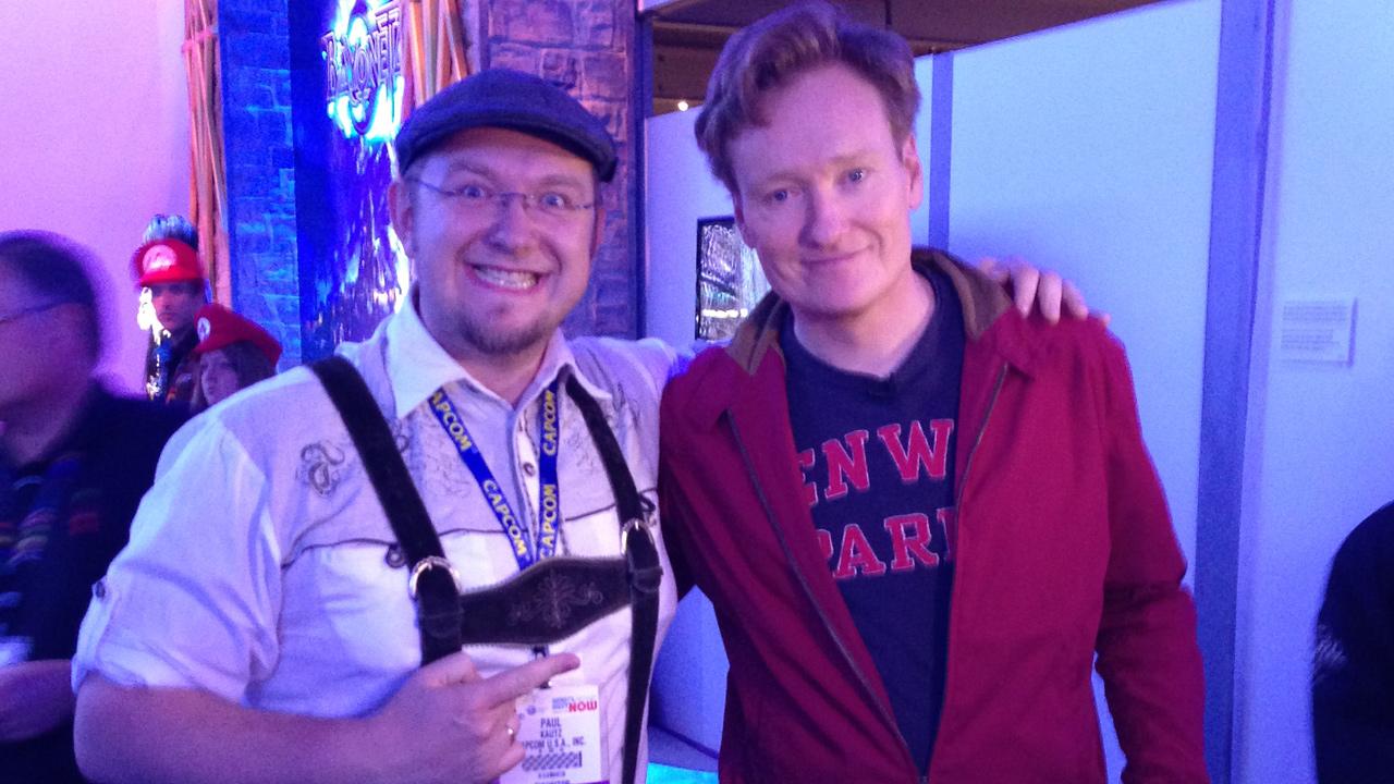E3 2013: Paul in Lederhosen zusammen mit Conan O'Brien.